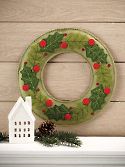 Appliqued Felt Holly Wreath Quilt Pattern