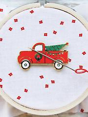 Christmas Truck Magnetic Needle Minder